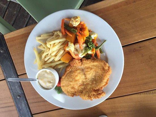 Heidelberg, แอฟริกาใต้: Great chicken Schnitzel with cheese sauce
