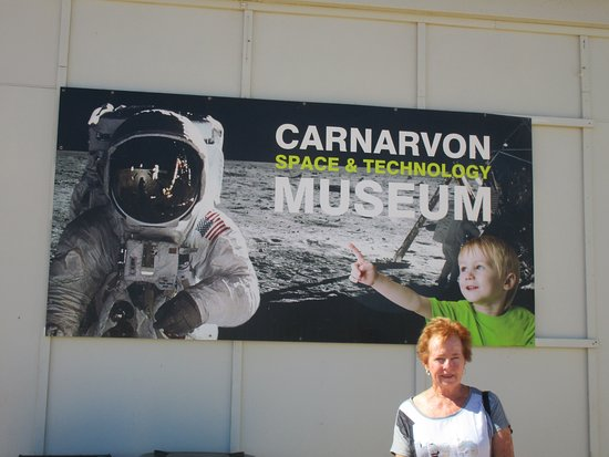 Carnarvon Space and Technology Museum: Out the front