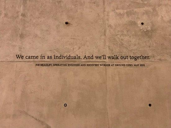 9/11 Tribute Museum Admission Ticket: Schrirtzug auf Wand