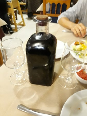 La Solaneta: Frasca de vino de la zona