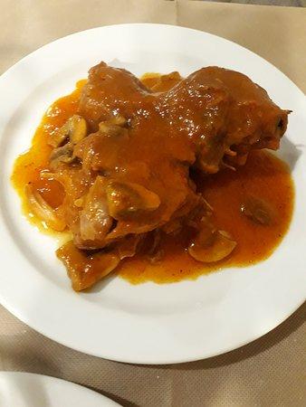 La Solaneta: Muslo de pavo en salsa, muy buen