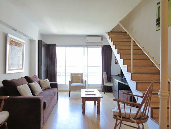 Tre Design Apartments: living,  y escritorio