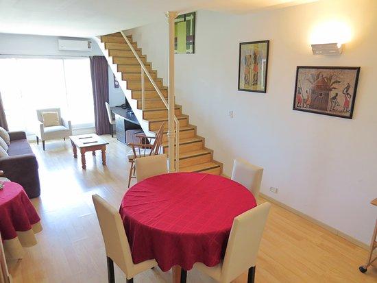 Tre Design Apartments: comedor y escritorio
