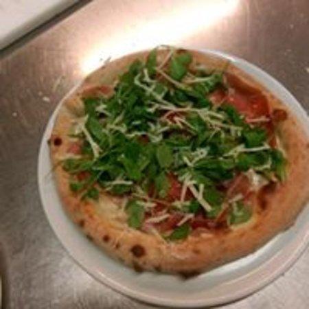 Coreglia Antelminelli, Italy: Pizza primavera bordo alto