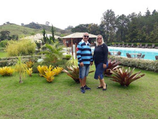 Matias Barbosa, MG: piscina próximo ao refeitório e suítes