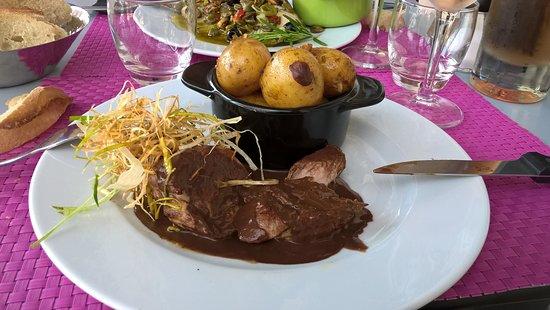 Le 37: Filet mignon de porc , sauce au vin et chocolat