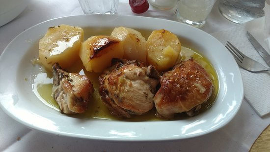 Daratsos, Grekland: Special of the day, chicken with lemon and potatoes