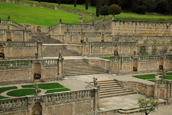 Casalzuigno, Italy: Scalinata al parco
