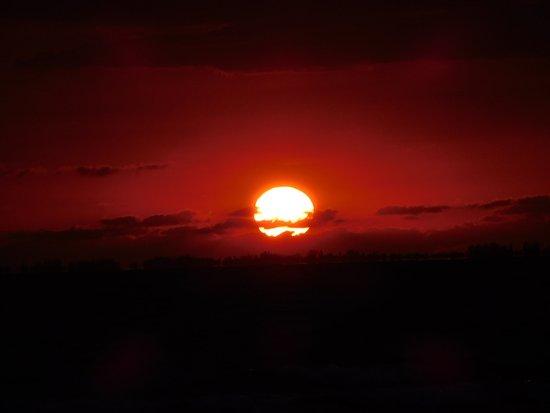 GullWing Beach Resort: Sunset