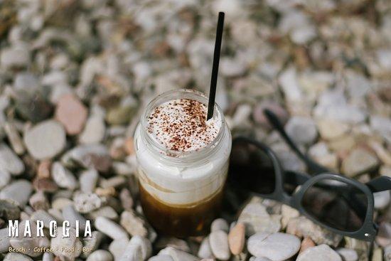 Rio, Hellas: Freddo cappuccino - Marogia Beach Coffee Food Bar