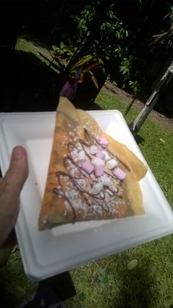 Edge Hill, Australia: Crepes worth queuing for!