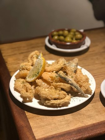 Solera D Tapas: Fried Seafood with lemon and garlic mayo sauce