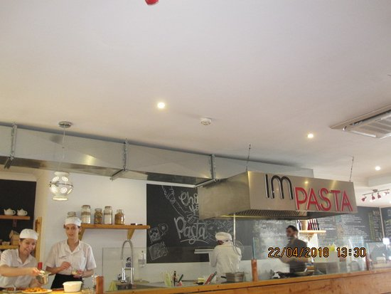 La sala da pranzo con cucina a vista. - Foto di IMPASTA, San ...