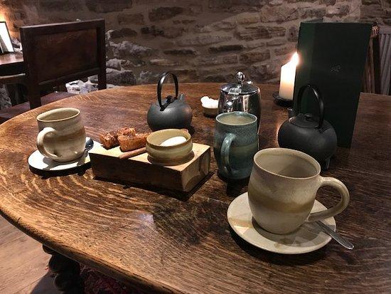 The Black Swan: Tea and sweet vegetable toast