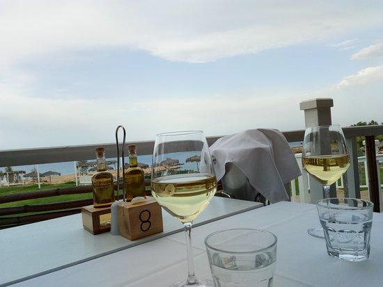 Aeyialos: Домашнее вино