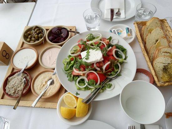 Aeyialos: очень вкусные соусы и салат