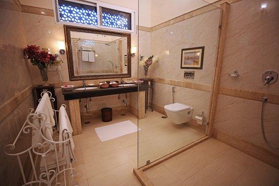 Khas Bagh: Private Bathroom