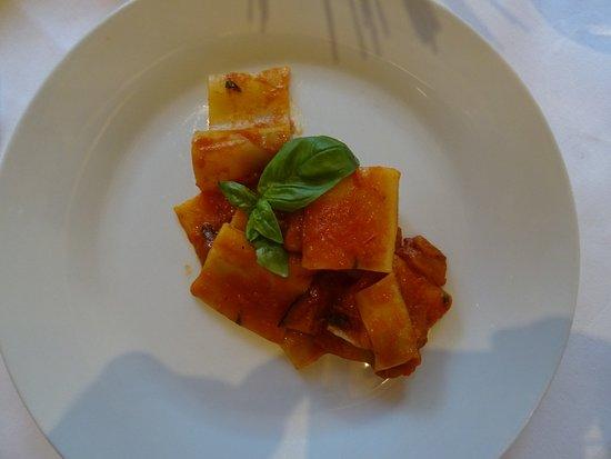 """San Sigismondo, إيطاليا: Paccheri """"Norma"""" (Tomatensauce-Auberginen)"""