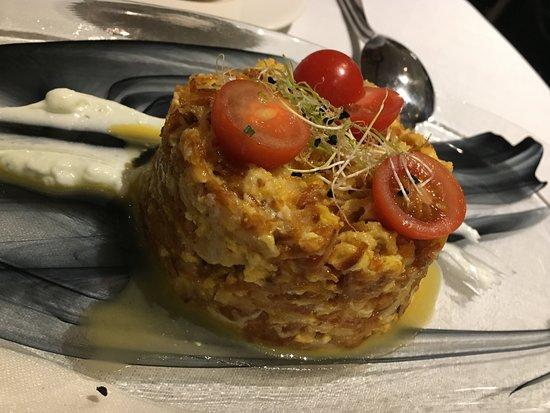 Al Zagal Panorámico: timbal de bacalao (con patatas paja, cherris y huevo)
