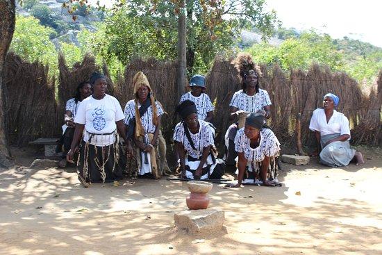 Masvingo, Zimbabwe: Traditional singing and dancing