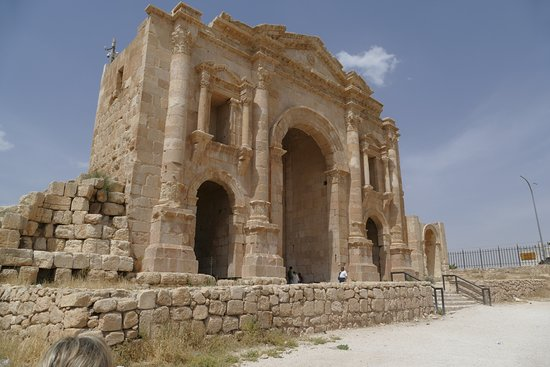 Jerash Harabeleri: The south entrance by the Hippodrome.