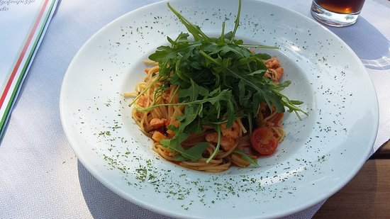 Weilheim, Tyskland: Spaghetti mit Saiblingsfilet
