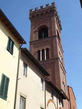 Centro Storico Montecarlo: Cartoline da Montecarlo, Italia