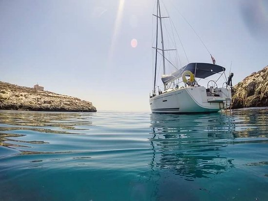 Mosta, Malta: Day cruise to Comino