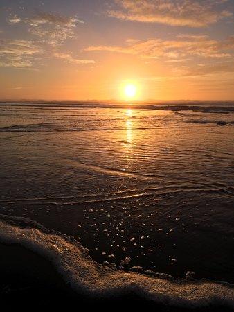Vida, Орегон: Sunset on the beach 2 hours from the lodge