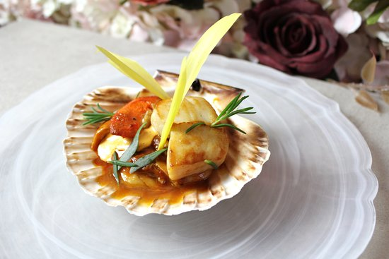 Deans Restaurant: Scallops and Barbecue Chicken, sweetcorn shoots