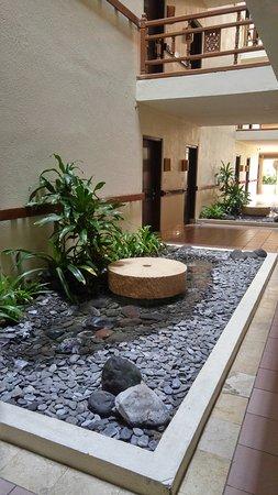 Ayodya Resort Bali: Corridor