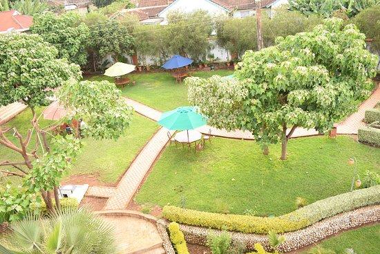 Meru Slopes Hotel: Lush Gardens