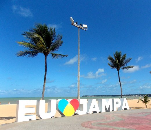 João Pessoa, PB: Busto de tamandaré é a divisa entre as praias de Tambaú e Cabo Branco, lugar muito bonito.