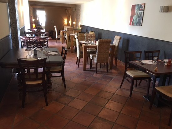 Les Arcades: salle du restaurant