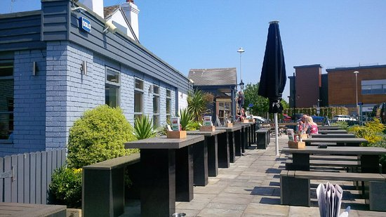 CookHouse Pub & Carvery: Seating outside