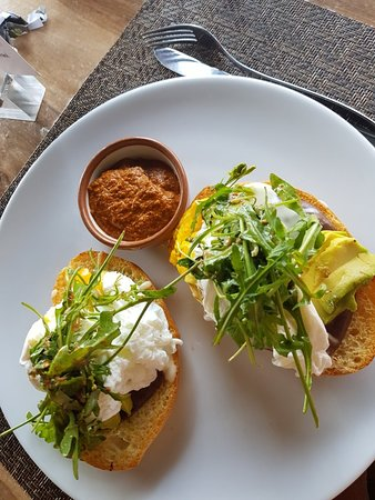 Lu Cocina Michoacana : No saben hacer huevos poché. Primera vez que tengo queja de la comida aquí
