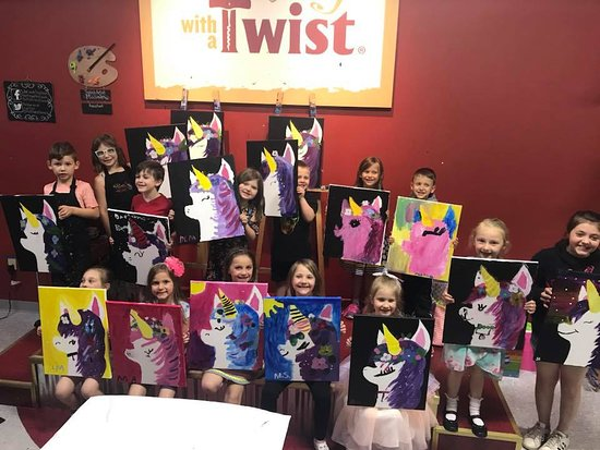 West Seneca, NY: Kids parties are always a hit at the Twist! The best part?! Clean up is all on us!