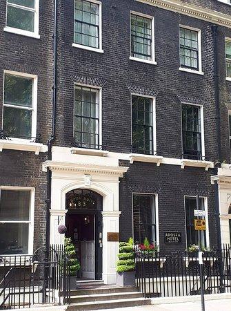 โรงแรมอาโรสฟา: Gower Street - very charming & central to Bloomsbury.