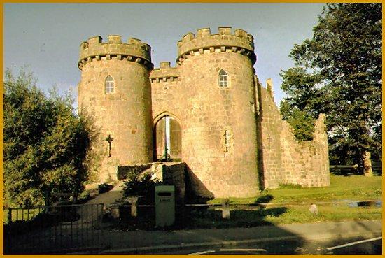 Whittington, UK: Das Castle von aussen
