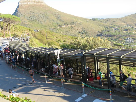 Table Mountain Aerial Cableway: Queuing passengers
