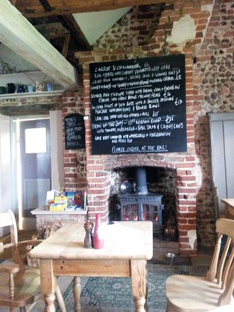 Salthouse Dun Cow: front part of dining room