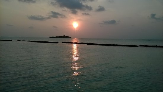 Nilandhoo: sunrise view from room