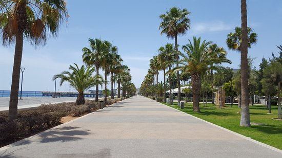 Promenade : very hot day