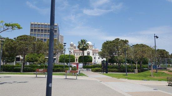 Promenade : in the distance
