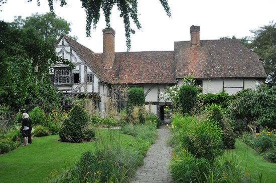 The front to Stoneacre with its formal garden