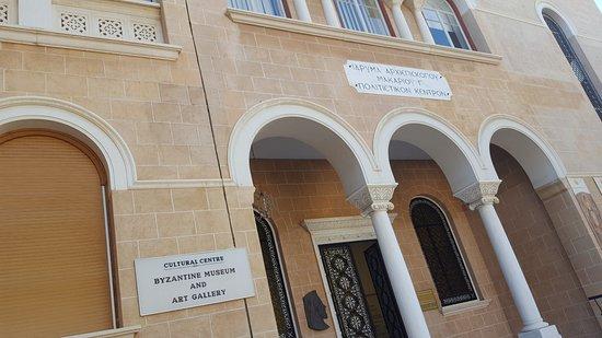 Μουσείο Λαϊκής Τέχνης Κύπρου: to the art gallery