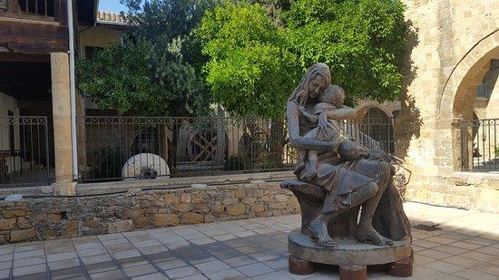 Μουσείο Λαϊκής Τέχνης Κύπρου: statue in the courtyard