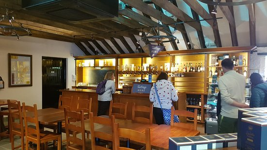 Dalwhinnie, UK: Besides the tour, there is also an option to sample any of their whisky.