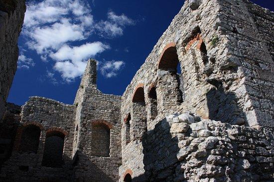 Ogrodzieniec, โปแลนด์: Zamek w Ogrodzieńcu Kurza Stopa,