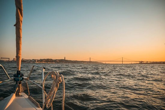 Sunset Sailing Tour On The Tagus River: 25 abril brige and sunse